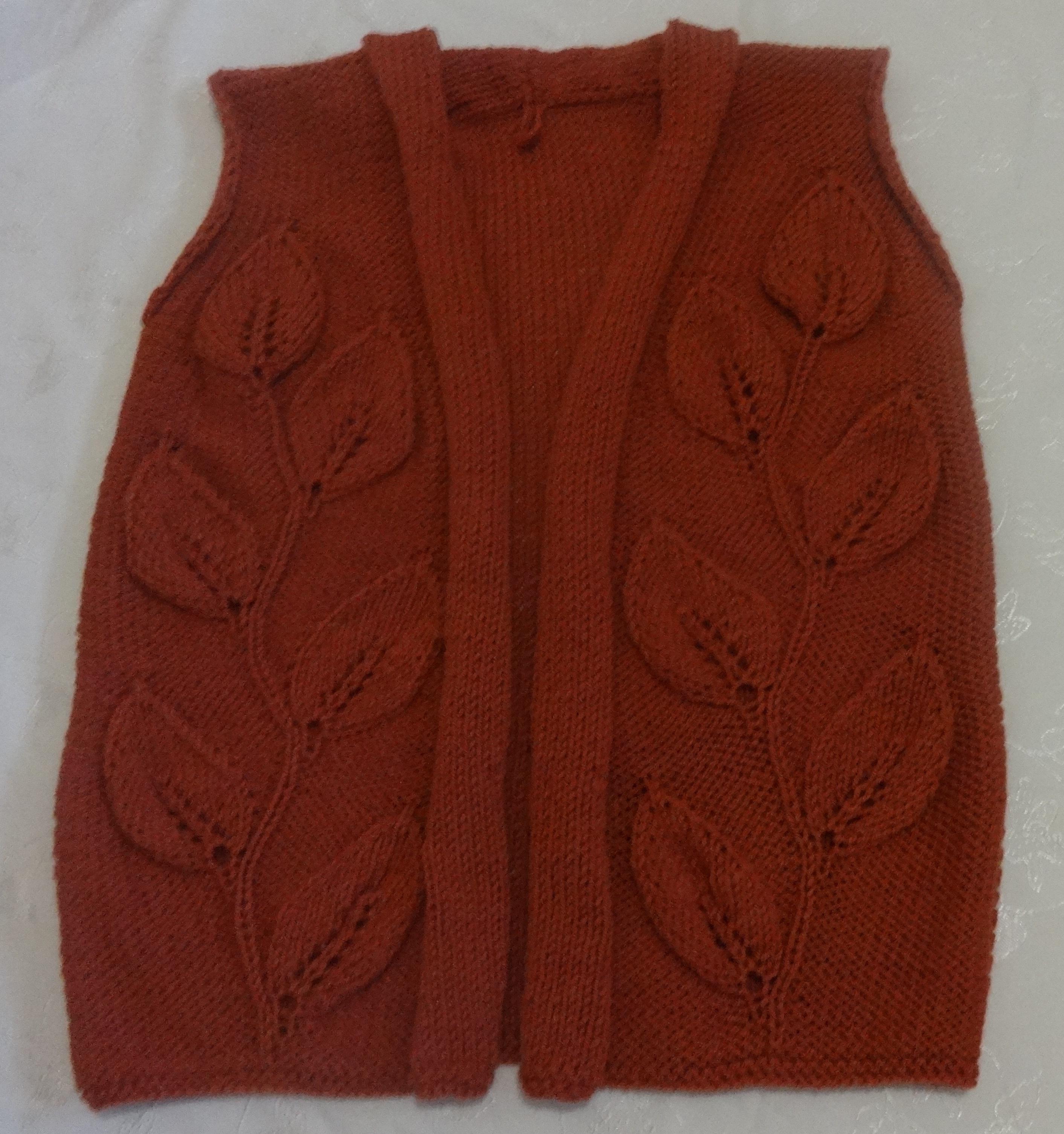 Вязание красного жилета женского спицами 7