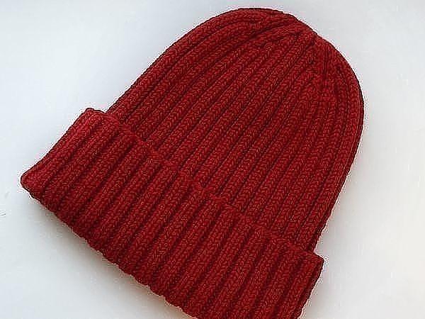 шапка резинкой с отворотом спицами