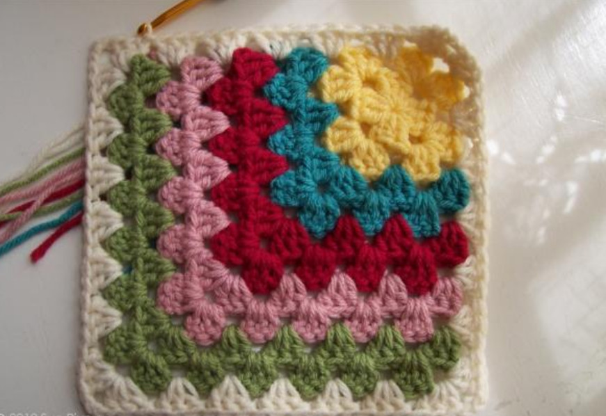 бабушкин квадрат разными цветами