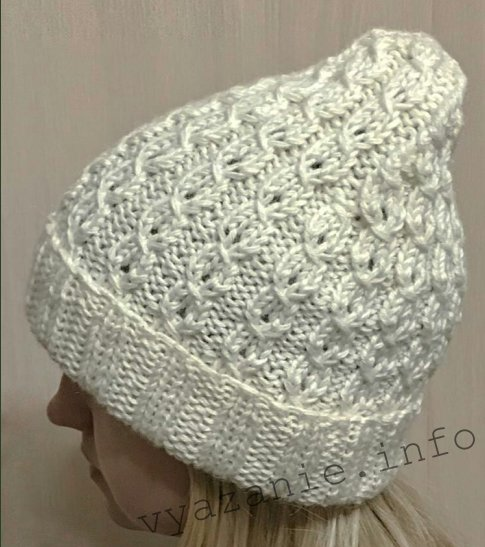 белая шапка спицами