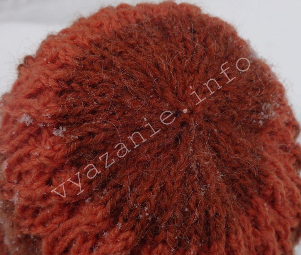 связанная шапка спицами