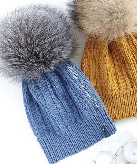 шапка с помпоном связанная спицами
