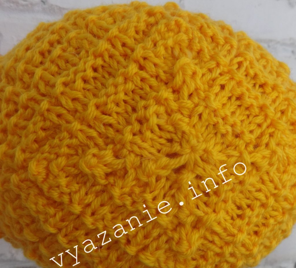 Жёлтая шапка спицами