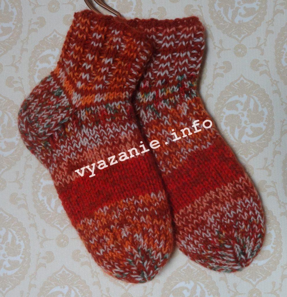 носки из разноцветной пряжи